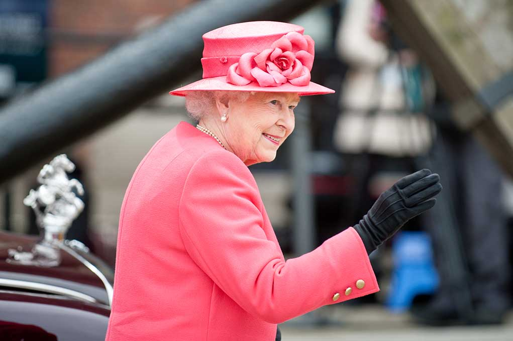 Queen Elizabeth Forced to Use Cane for First Time in Old Age